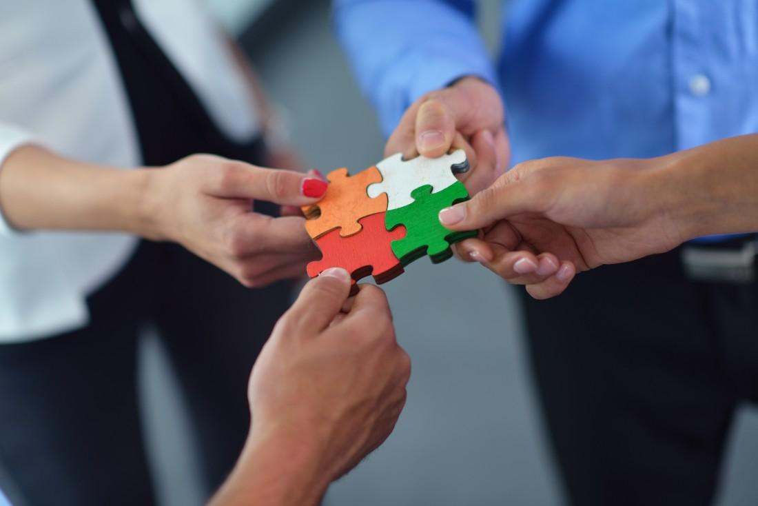 puzzle piece teamwork